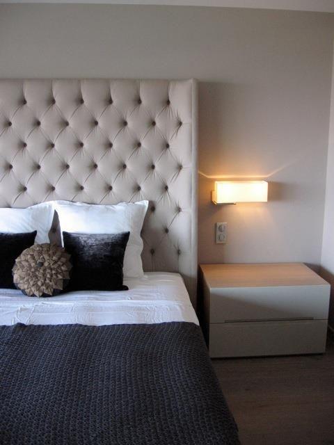 25 migliori idee sulle tendenze lit cuir su pinterest letto in pelle testiera imbottita e. Black Bedroom Furniture Sets. Home Design Ideas