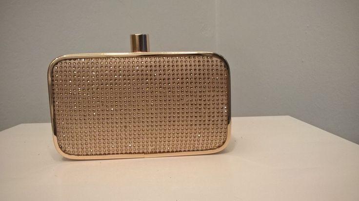 borsetta rigida con micro strass dorati e tracolla