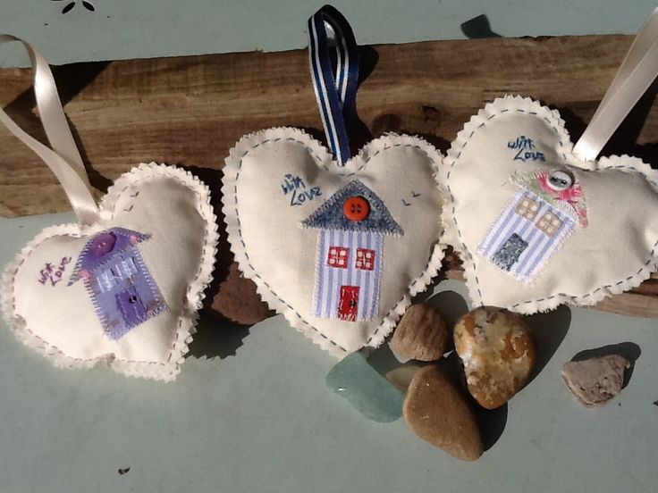 Little hanging sea side love hearts