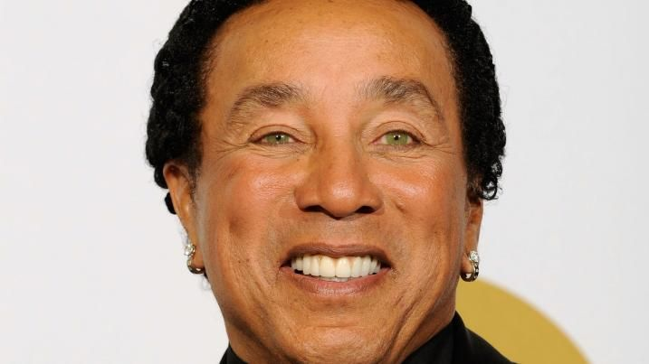 smokey robinson concerts 2015 | 96312490-singer-smokey-robinson-poses-in-the-press-room-during.jpg ...