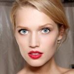 La bouche pop coquelicot vue au défilé printemps-été 2012 de Dior