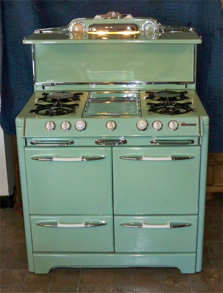 O'Keefe & Merritt... Love some of the other stoves on this site too! Would love the 1930s Classic in my house!