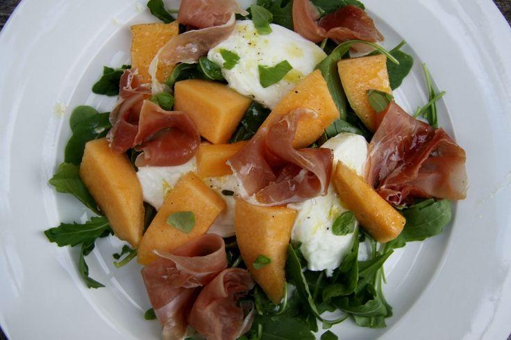 Recept voor een heerlijke frisse salade met meloen, mozzarella en rauwe ham.