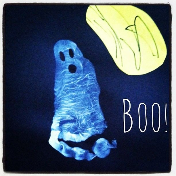 Footprint ghosts. Great halloween preschool craft idea. Glow in the dark paint