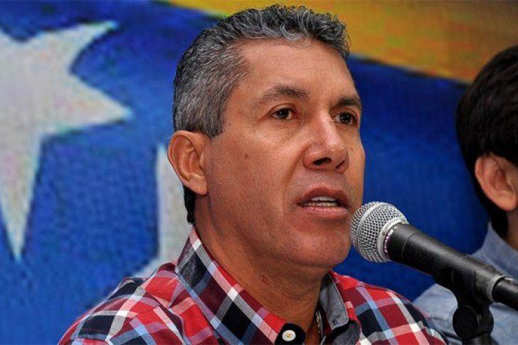 El gobernador del estado Lara, Henri Falcón fijó posición ante las últimas acciones del Ejecutivo nacional en torno al presupuesto nacional del ejercicio fiscal 2017.</p>