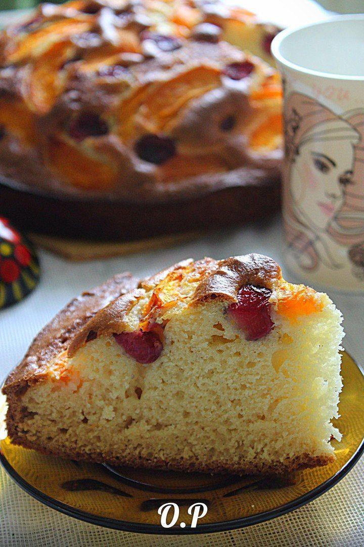 ♨ Пирог с абрикосами и черешней  Автор: Ольга Романова  Для приготовления понадобится:  кефир - 1 стакан  мука - 1,5 стакана  сахарный песок - 1 стакан  яйца - 2 шт  разрыхлитель - 1,5 чайн ложки  ванилин - по вкусу  черешня - 200 гр (или вишня)  абрикосы - 200 гр  форма для выпечки - 24 см  Абрикосы и черешню вымыть,освободить от косточек и нарезать на четвертинки  Яйца взбить с сахарным песком и ванилином в пышную массу  Затем добавить кефир,перемешать и всыпать просеянную муку с…