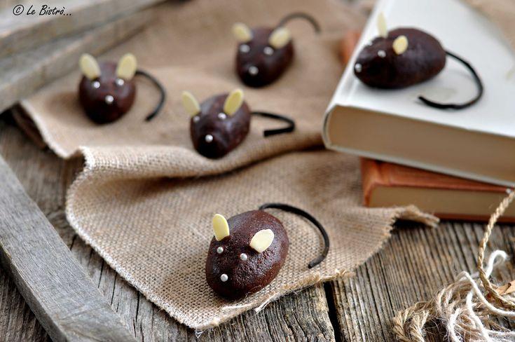 I Topolini di cioccolato sono dei golosissimi dolcetti perfetti per il giorno di Halloween. Ideali per la festa dei vostri bambini e non solo...