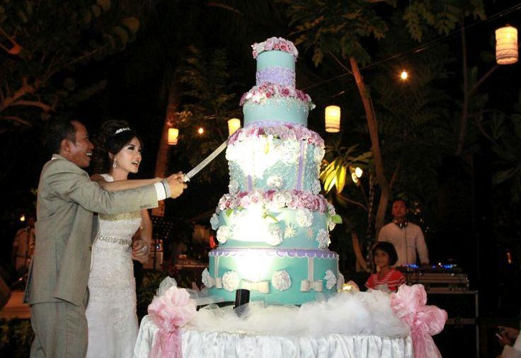 6 Dekorasi Perhiasan Pada Kue Pernikahan