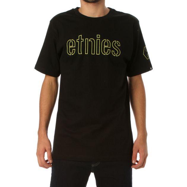 Remera ETNIES de jersey manga corta con cuello redondo de ribb y estampa en el frente y en la manga a un color.  Corte slim fit, ruedo recto y grifa de marca tejida en alta definicion, en manga.