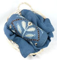 Embroidered Flower Neckroll PillowEmbroidered Flowers, Flower Neckroll, Knits Crochet, Free Pattern, Flower Design, Knits Pattern, Neckroll Pillows, Blue Flower, Crochet Pattern