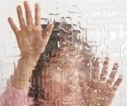 Az autizmus spektrum zavar a gyermek oldaláról  Mivel az autizmus jellemzője, hogy a gyermekek nehezen látnak rá saját érzelmeikre, gondolataikra, állapotukra, valamint spontán módon nem jelentkezik az az igény, hogy ezeket megosszák másokkal, ezért nagyon nehéz megállapítani, hogy mi lehet a gyermekek fejében. Ugyanakkor számos beszámolót olvashatunk felnőtt, jó képességű autizmussal élők tollából.  #autism #autizmus #gyermek