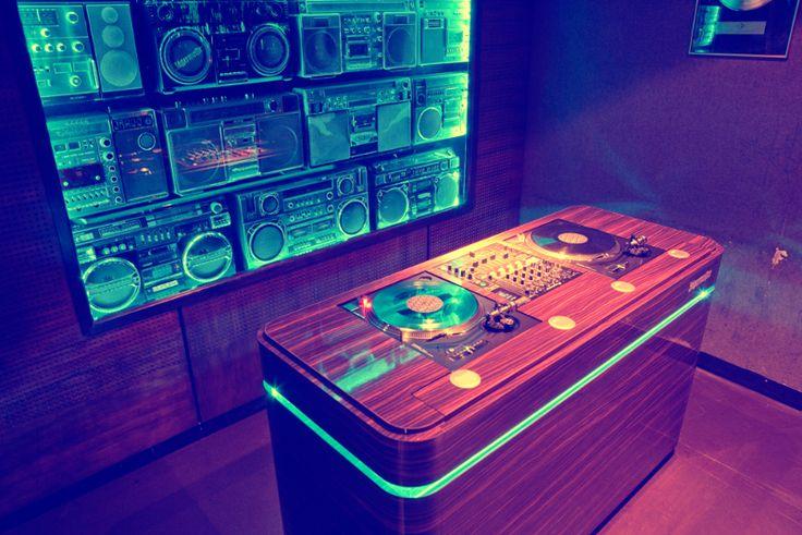 DJ Pult Jägermeister – Tonstudio | Beleuchtung, Videoüberwachung, Installation & Betreuung elektrotechnischer Anlagen