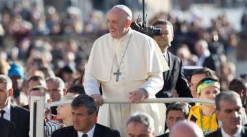VIDEO#11 intenciones de oración 2017: El Papa pide por los cristianos de Asia 03/11/2017 - 09:46 am .- El Papa Francisco pide dedicar el mes de noviembre a rezar por Asia, en concreto por los cristianos de este continente.
