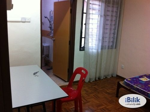 ROOM To LET (Optional for Air-Cond) : Available Now (10min/15min to Larkin)
