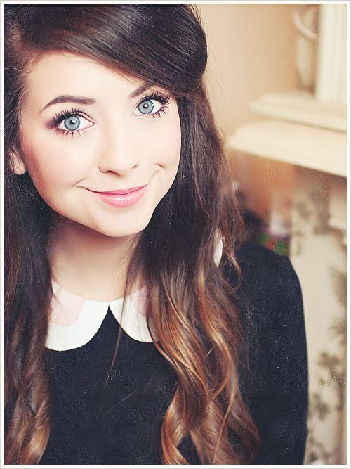 Zoe Sugg is the most beautiful girl in my world, and if you don't think she's pretty, you're lying to yourself.