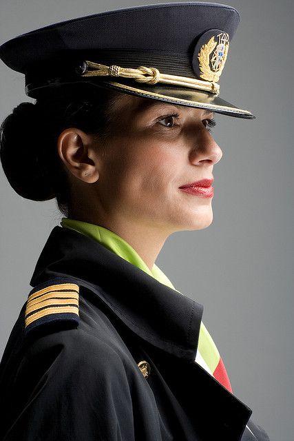 Air Portugal female pilot