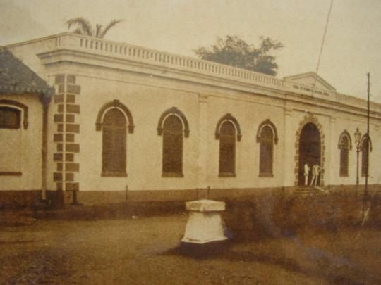The building was finished in 1902. It was built for the specific purpose of establishing a medical school. Dr. H.F. Roll, the later director of the STOVIA designed it. This photo shows the entrance building. STOVIA was a complex of buildings with a large garden of 15,000 square metres approximately.