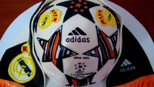 Tarta balón adidas champions-2   De Perla's   Tartas fondant personalizadas en Málaga