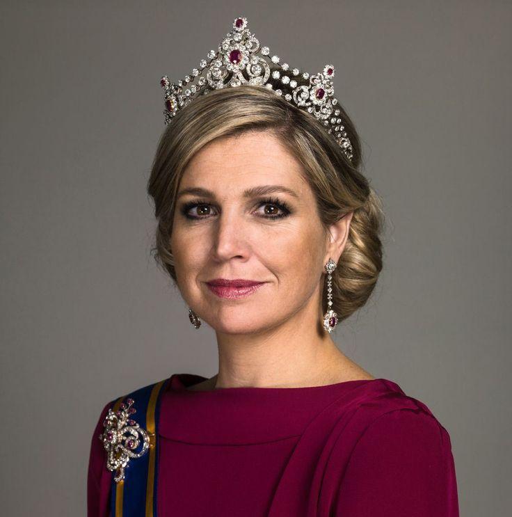 http://www.beaumonde.nl/beauty/lecos-tips/lecos-beautytip-royal-look/?utm_content=buffer928f7&utm_medium=social&utm_source=pinterest.com&utm_campaign=buffer - Leco's beautytip: de royal look. Maxima loopt niet rond met dikke eyeliner en fake lashes.