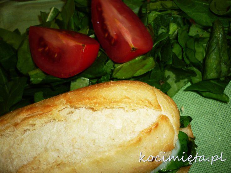 Kanapka na ciepło z szpinakiem, suszonymi pomidorami i mozzarellą. http://www.kocimieta.pl/2014/04/zielony-potwor.html