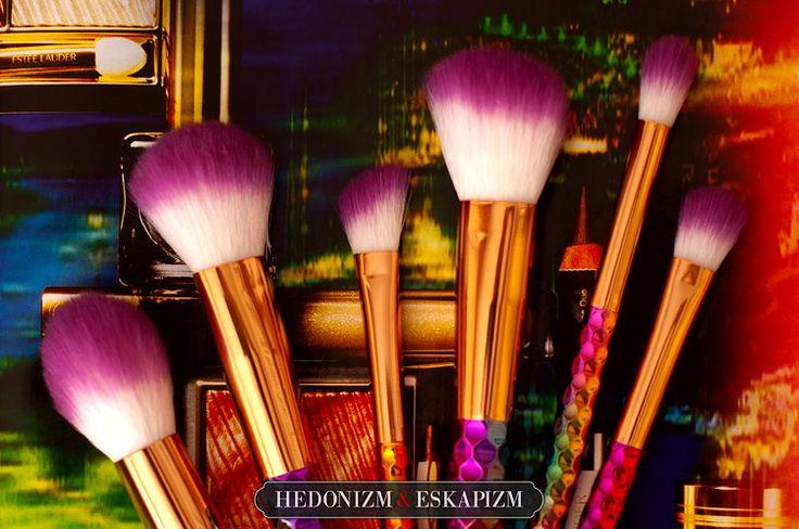 Rainbow unicorn makeup brushes from Rose Wholesale http://unaweblog.blogspot.com/2017/05/teczowe-pedzle-z-rose-wholesale.html