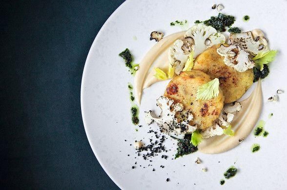 Котлеты из топинамбура с капустой и соусом чимичурри рецепт – основные блюда. «Афиша-Еда»