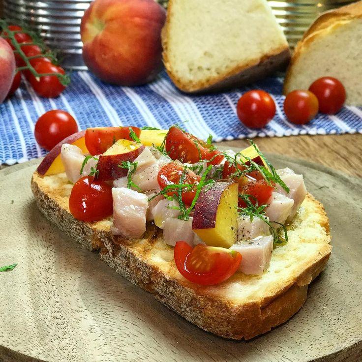 Deliziosa bruschetta con pesce spada, pesche e pomodorini 😍 chi vuole assaggiarla? #food #chefincamicia #yummy #instafood #igersfood #foodie #yummy #foodporn #cibo #ricettaestiva #recipe #italianchef