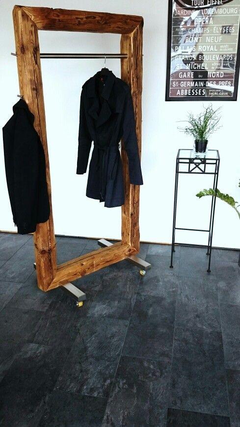Garderobe trifft auf Raumteiler