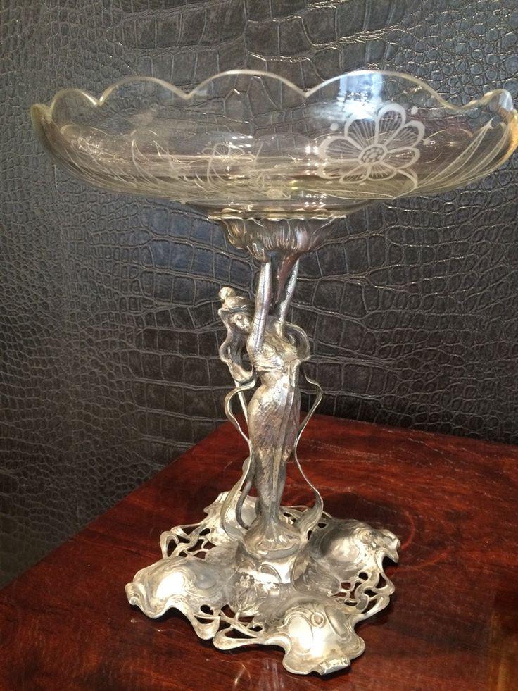 Centro de mesa Art Nouveau de estaño plateado y cristal tallado original. Francia. C. 1900.