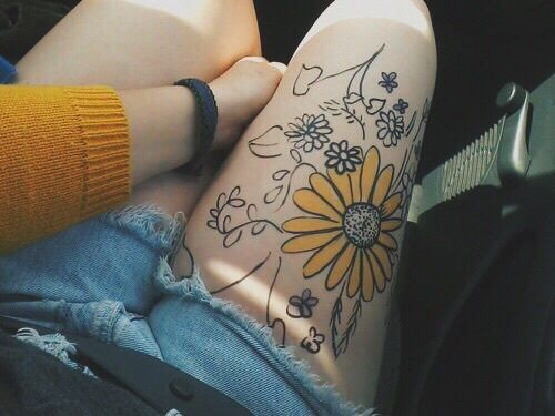 Imagem de flowers, yellow, and tattoo