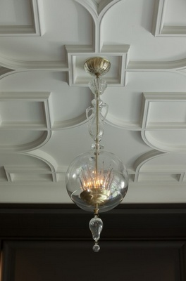 Stunning ceiling detail that is both historical and on trend.Decor, Ideas, Dining Room, Contemporary Living Room, Ceilings Treatments, Lights Fixtures, Ceilings Details, Interiors, Ceilings Design