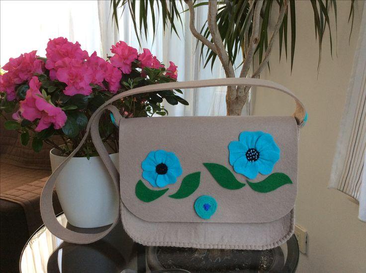 Blue flowers felt bag