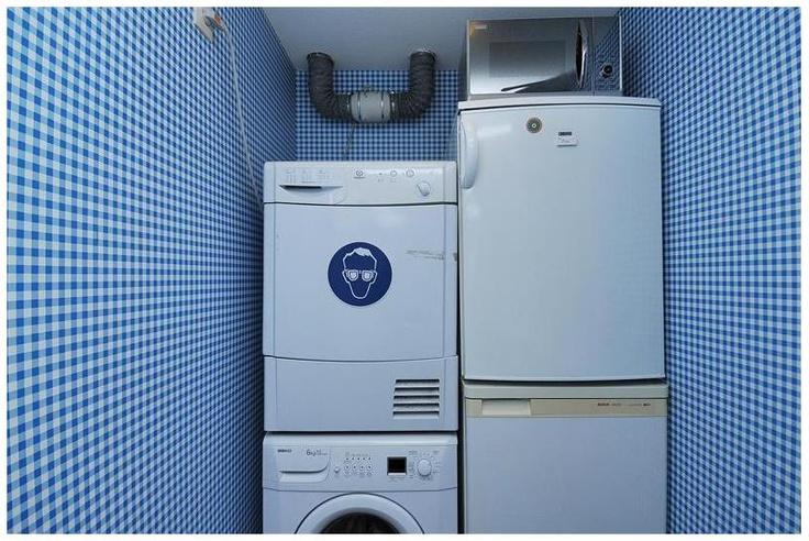 Aparte berging met wasmachine en droger aansluiting.