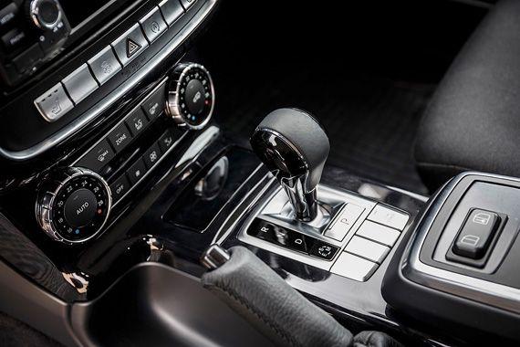 Интерьер внедорожника Mercedes-Benz G 350d Professional 2017 / Мерседес-Бенц G 350d Профешнл 2017