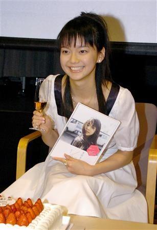 多部未華子、20歳で祝杯 フォトブック発売イベント - 47NEWS(よんななニュース)