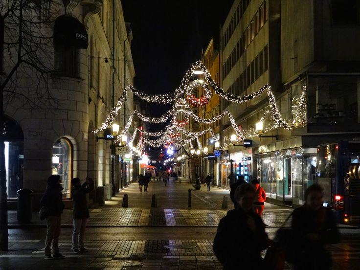 udekorowana ulica w sztokholmie