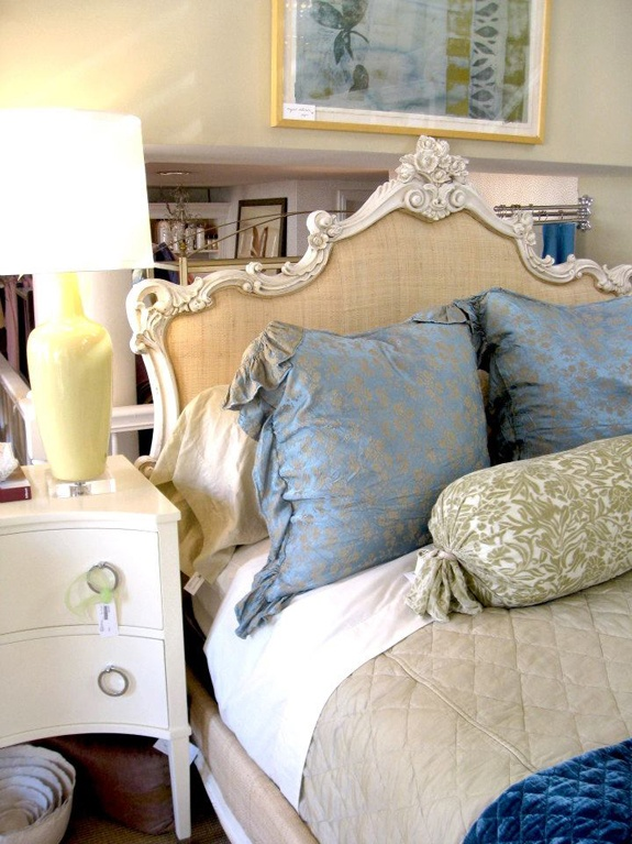 Love that headboard!Decor Ideas, Diy Crafts, Gorgeous Headboards, Spare Bedrooms, Dreams House, Interiors Bedrooms, Diy Hom, Antiques Headboards, Diy Projects