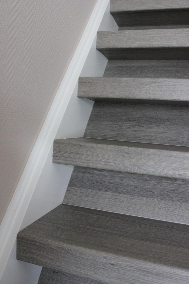 Voorbeeld van nieuwe trap, silver oak van upstairs. Ipv grijs worden het witte stootborden.