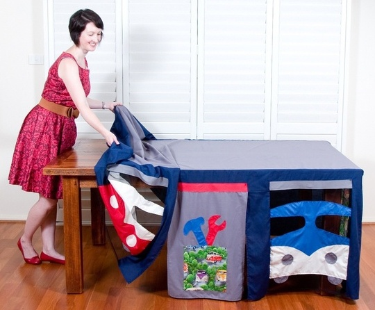 toalha de mesa que vira cabaninha para as crianças...adorei rs