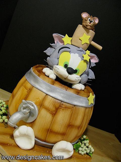 Tom & Jerry barrel cake