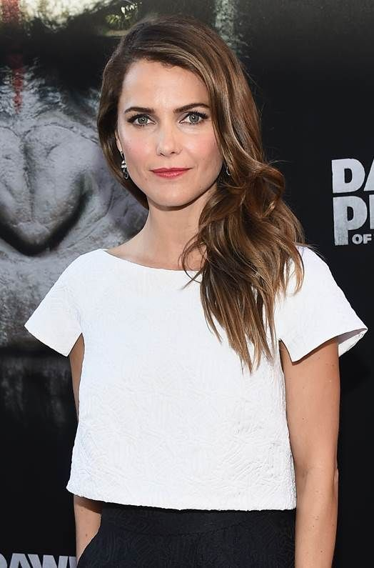 Keri Russell's #makeup artist shares the secret to the actress' perfect glow. // #RedCarpet #Beauty