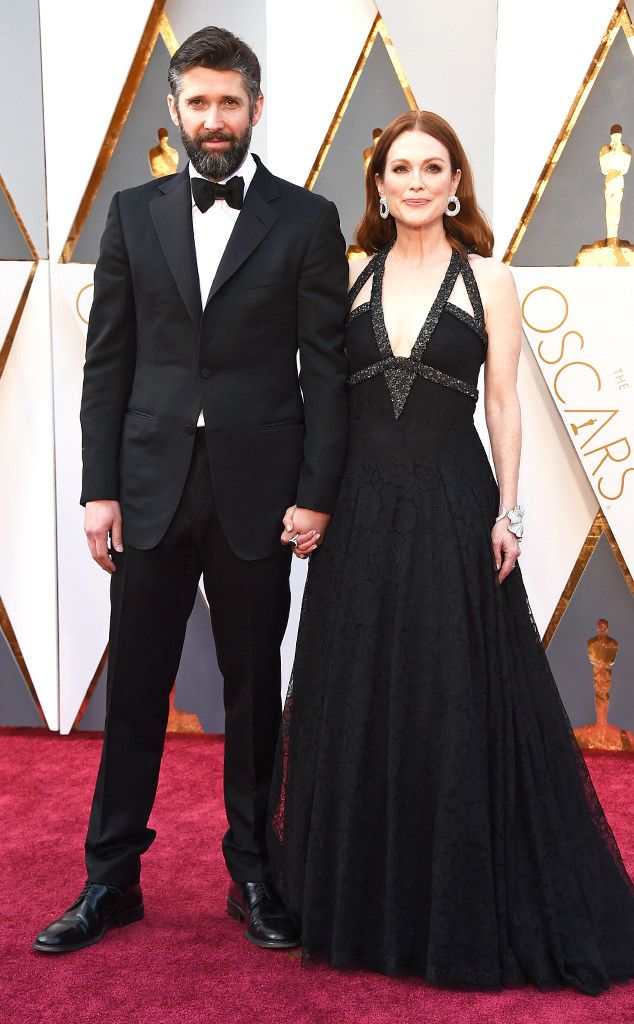 Julianne Moore & Bart Freundlich from Couples at the 2016 Oscars | E! Online