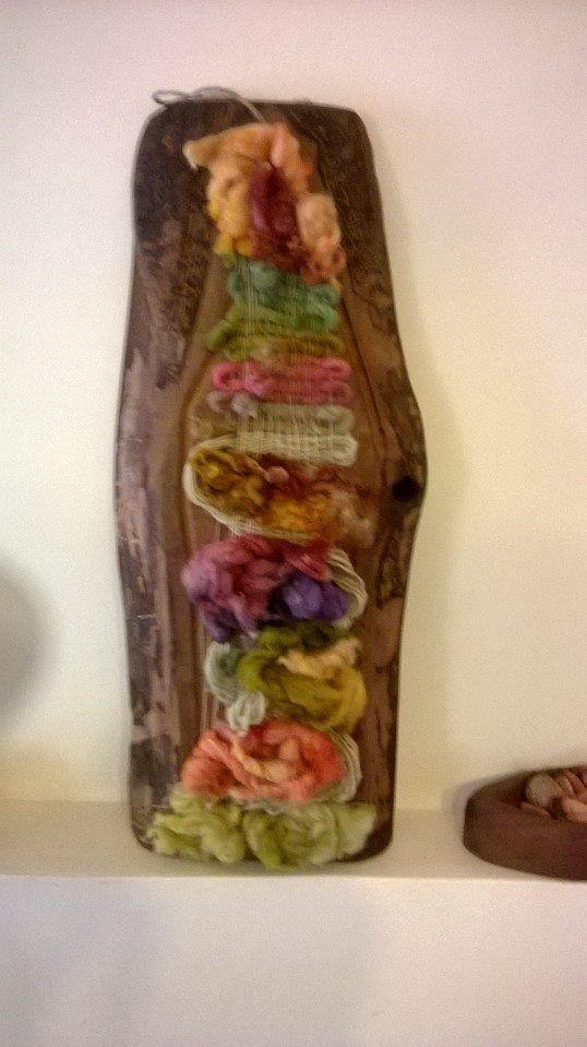 Telar tejido en lana de oveja Magallanica sobre trozo de Raulí