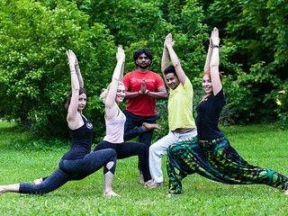 Йога от носителей знаний, преподавателей из Индии поможет вам адаптировать  свое тело для жизни в мегаполисах.