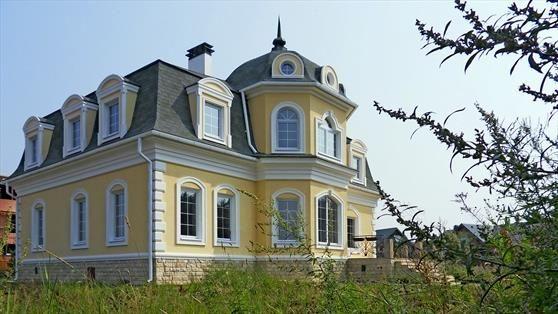 Фасад дома - южная сторона. Дом с эркером в Глаголево парк по Киевскому шоссе.