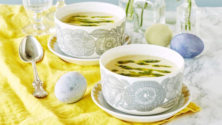 Pehmeänmakuinen papukeitto saa ryhtiä raikkaasta limetistä ja korianterista. Keitto sopii kevyeksi lounaaksi tai alkuruoaksi. Resepti vain noin 0,70 €/annos*.