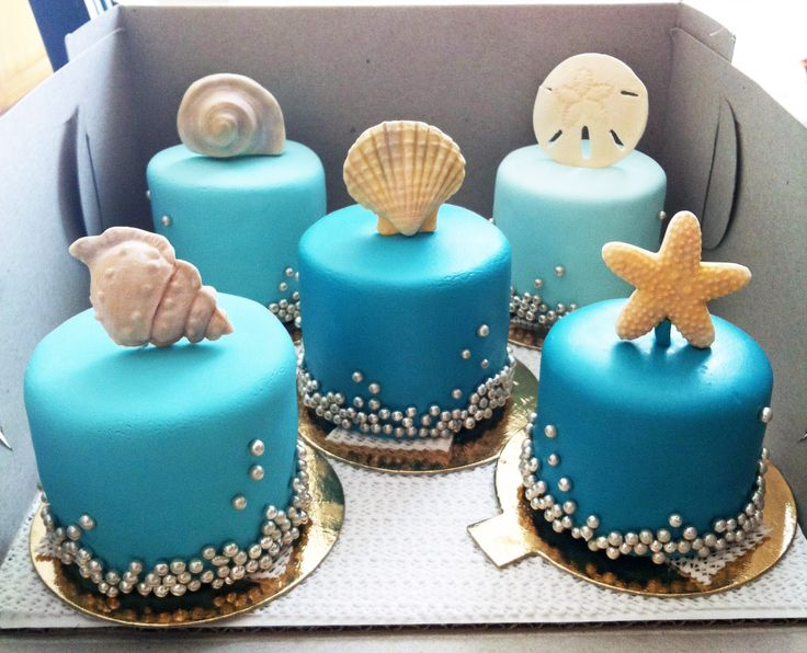 Beach wedding mini cakes