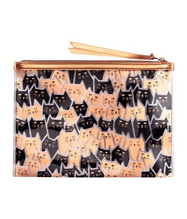 Makeup bag in transparent plastic with a printed pattern and top zip. Size 5 1/2 x 8 in.