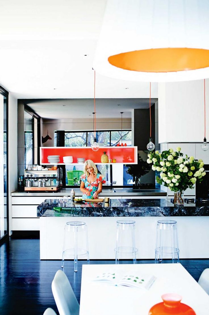 kitchen-black-white-Lilley-home-dec15