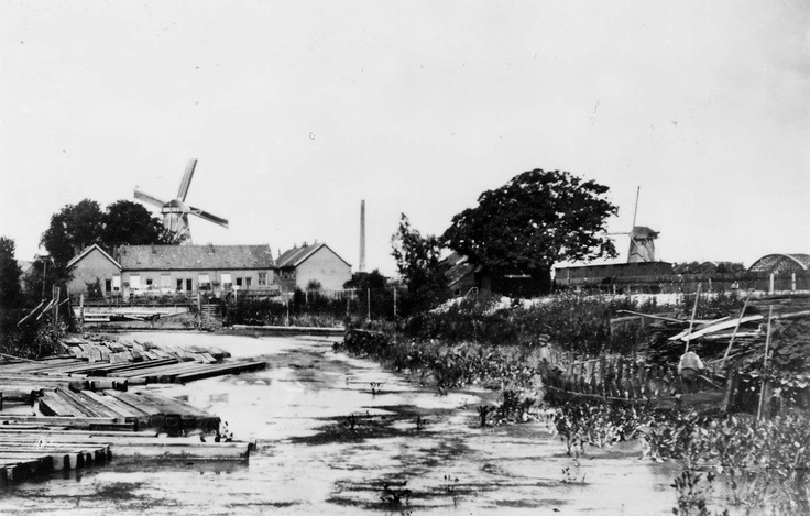 "Windmills ""De Pelikaan"" and ""De Zeelt"" on Papengat, 1905"